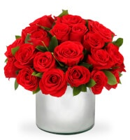 Arreglo Floral con 24 Rosas Rojas en Base Espejo