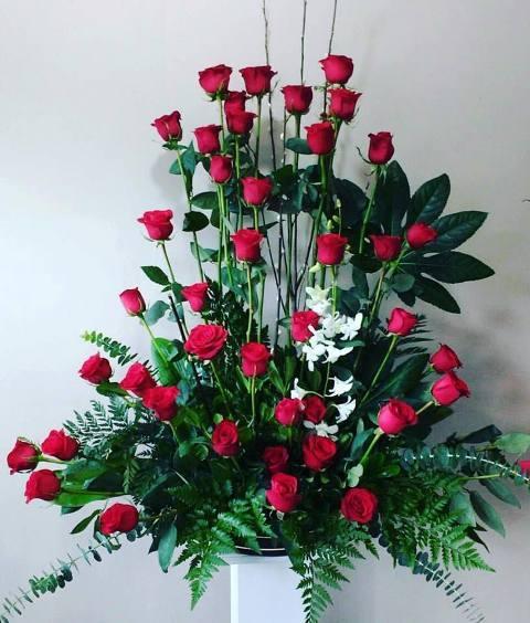 Floral con 50 Rosas con Orquídea