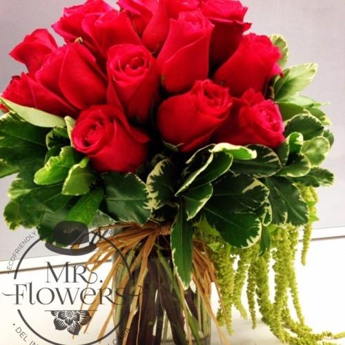 Arreglo Floral Con 18 Rosas Y Amaranto