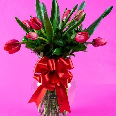 Jarron con 10 tulipanes