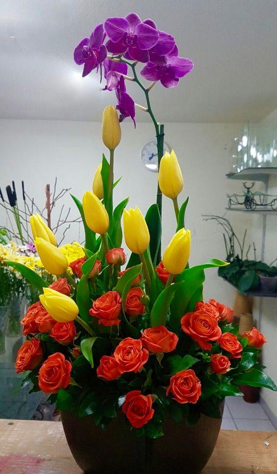 Arreglos Floral Con Orquídea Tulipanes Y Mini Rosa Primaveral
