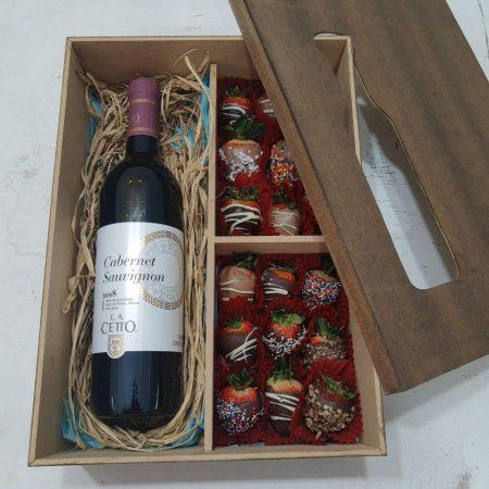 Caja con fresas con chocolate y Vino tinto